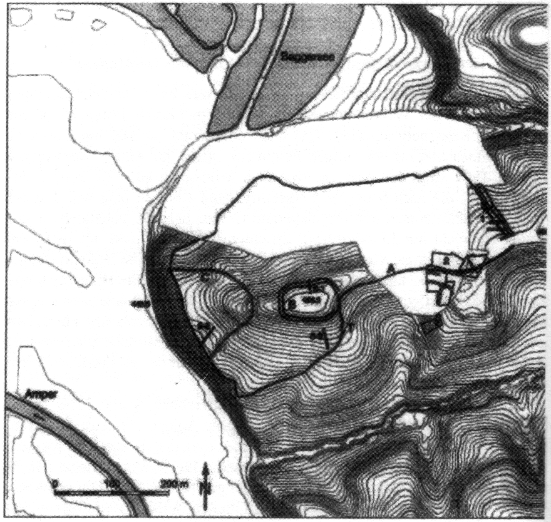 Lageplan von Bernstorf oberhalb der Amper: Schwarzgerändert die bronzezeitliche Umwallung, innerhalb die Doppellinie der hallstattzeitlichen Befestigung, links davon die halbrunde frühmittelalterliche Befestigung [goethe-uni]